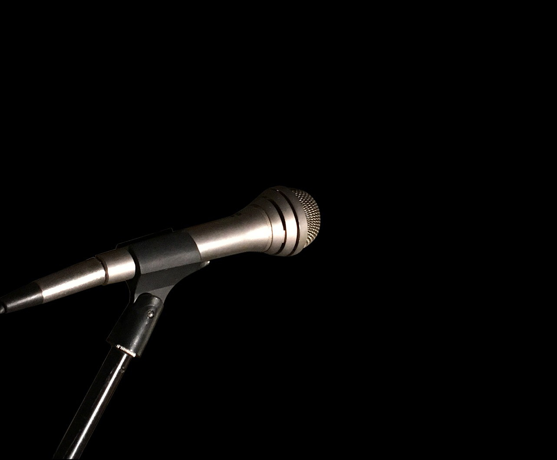 microphone-2242577_1920