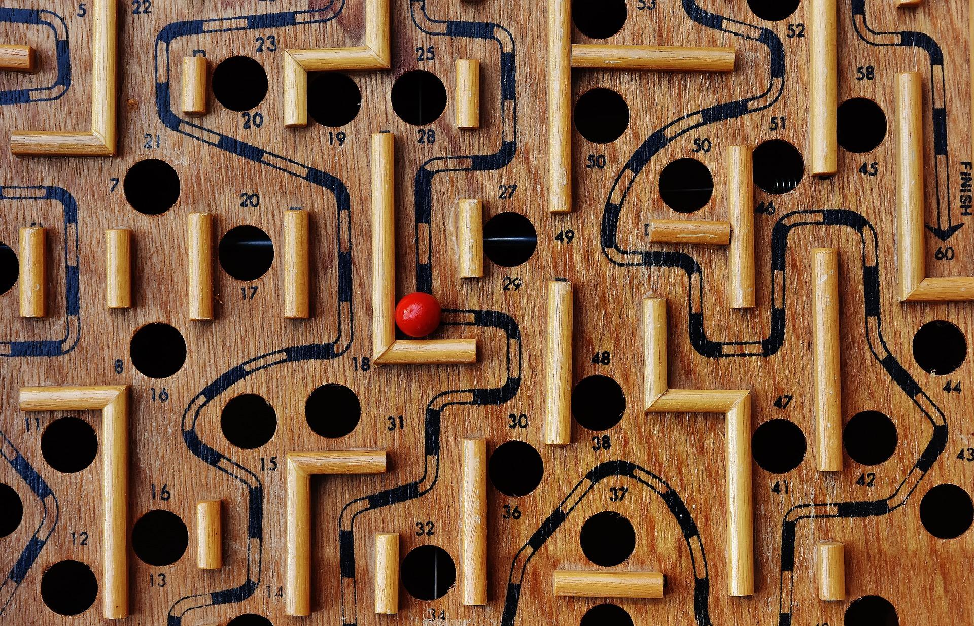 labyrinth-1738039_1920.jpg