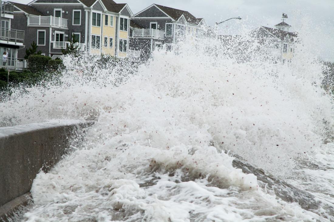 storm-surge-3735936_1920